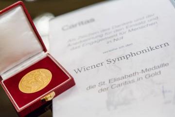 St. Elisabeth Medaille (c) Martina Draper